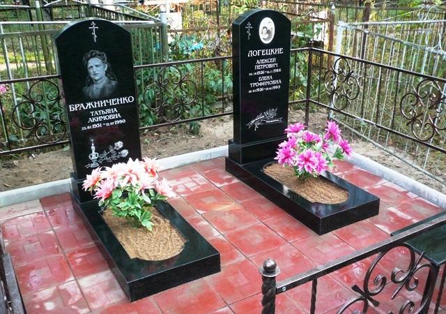 Памятники из полимергранита на кладбище