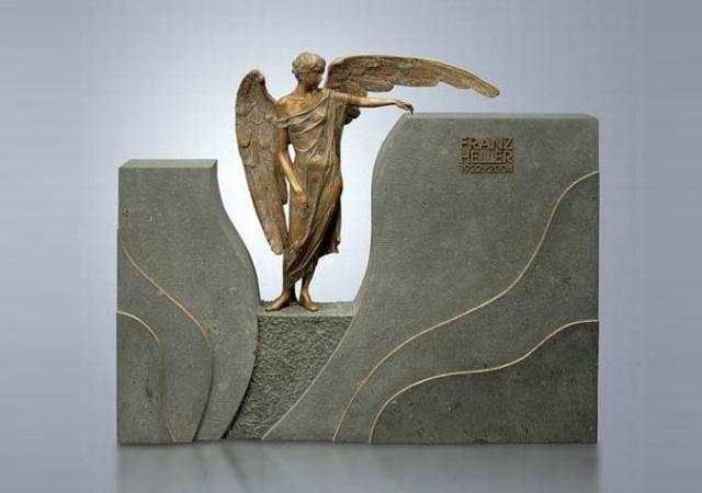 Образец бронзовой скульптуры в памятнике из гранита