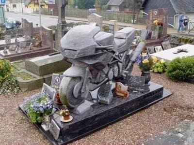 Памятник-мотоцикл