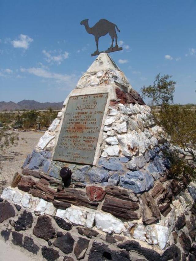 Памятник в форме пирамиды