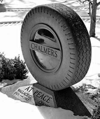 Памятник с колесом