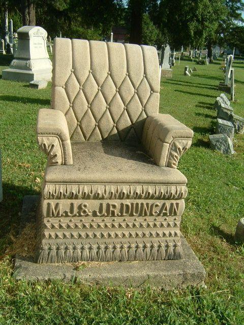 Надгробие-кресло из камня