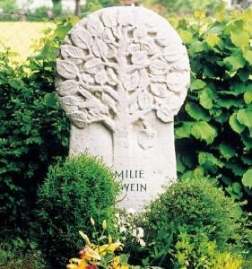 Памятник с древом жизни
