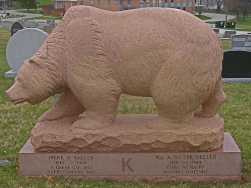 Памятник с медведем