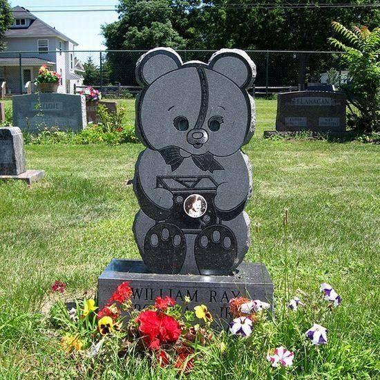 Памятник с мишкой