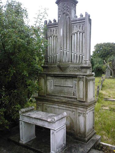 Памятник в виде органа