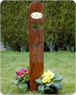 Прорезь в памятнике в виде цветка