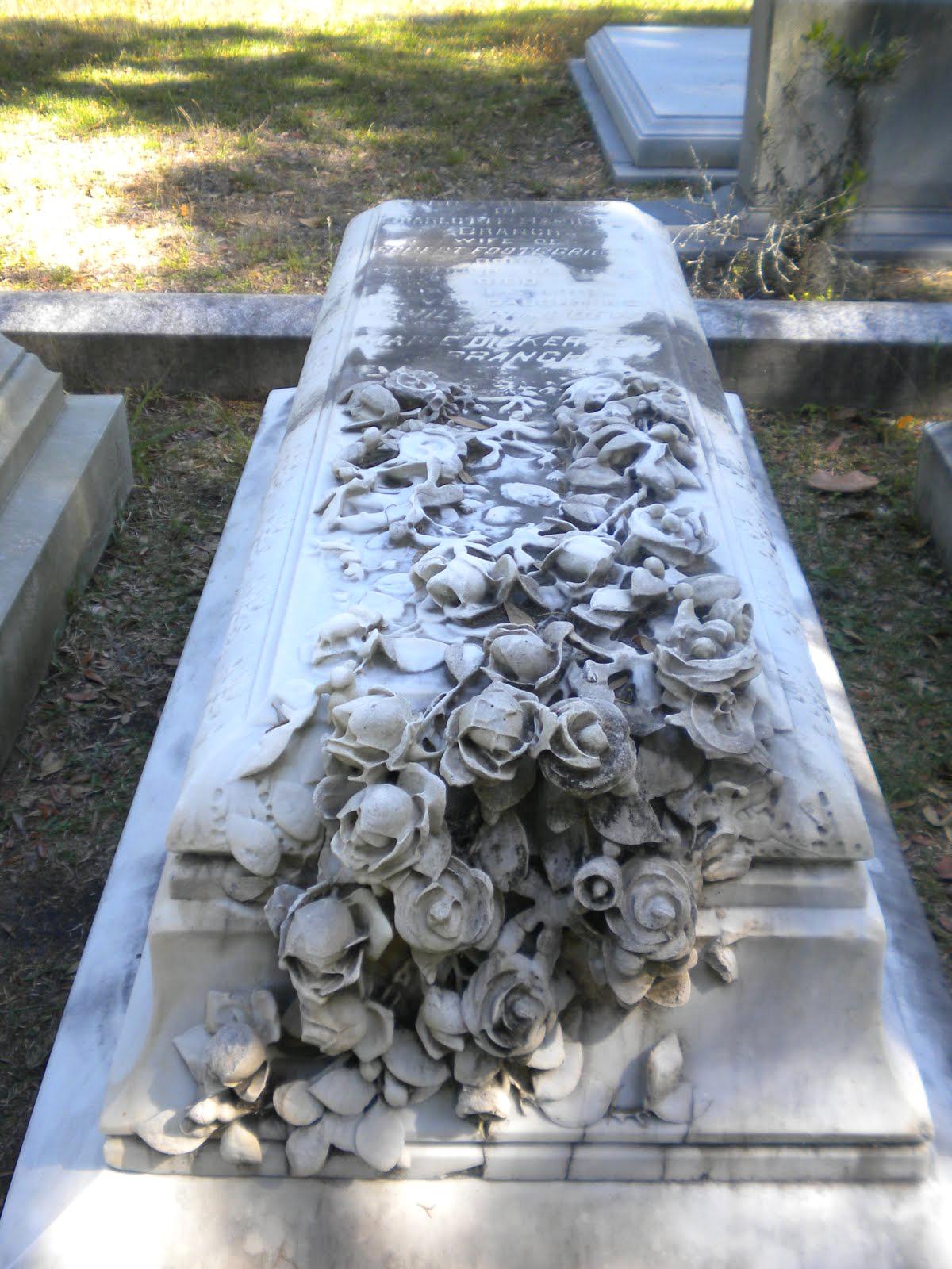 Саркофаг с розами