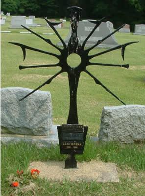 Символ солнца из металла