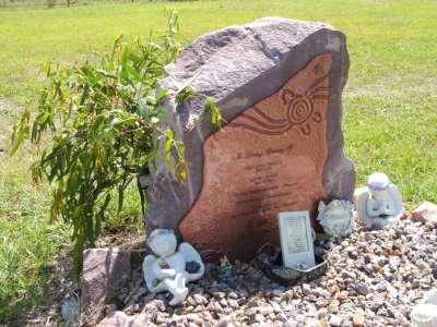 Памятник с цветным стеклом
