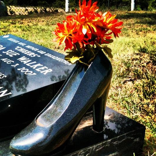 Памятник в виде туфли