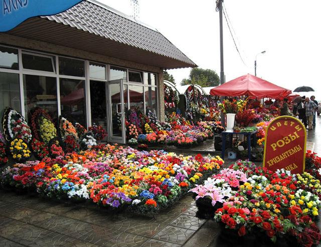 Хованское кладбище - цветы и ритуальные товары