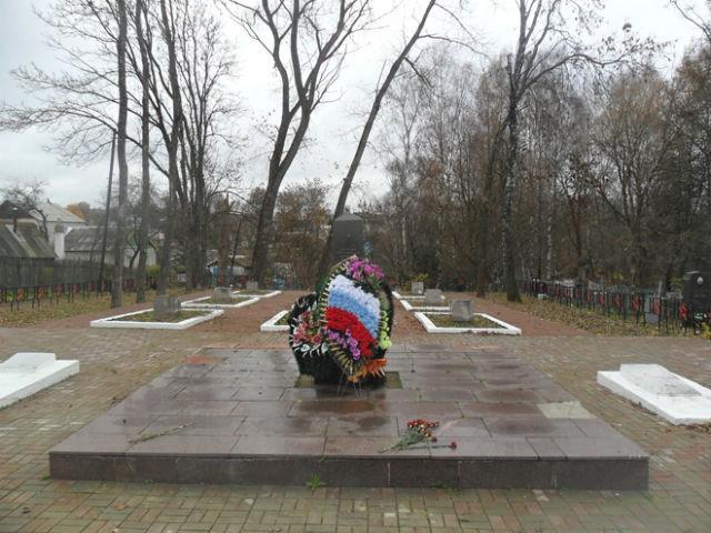 Братское захоронение на Тихвинском кладбище Сомленска
