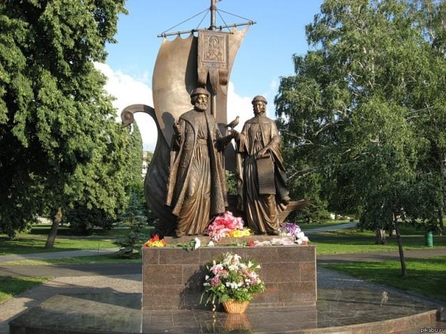 Памятник Петру и Февронии в Екатеринбурге