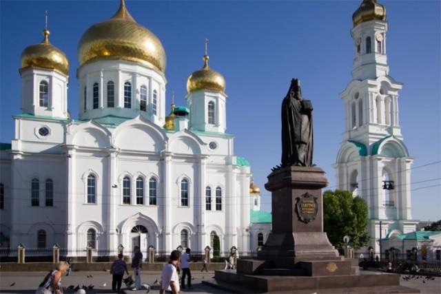 Памятник святителю Димитрию Ростовскому