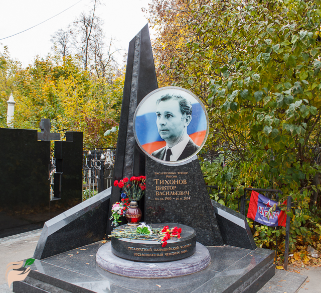 Памятник Виктору Тихонову