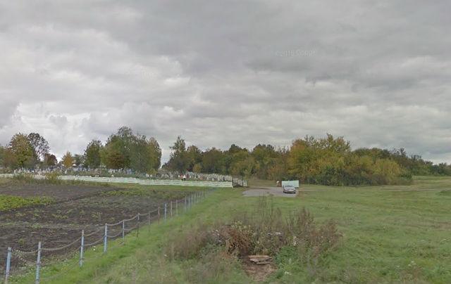 Вид на Бехтеевское кладбище с улицы Зеленая