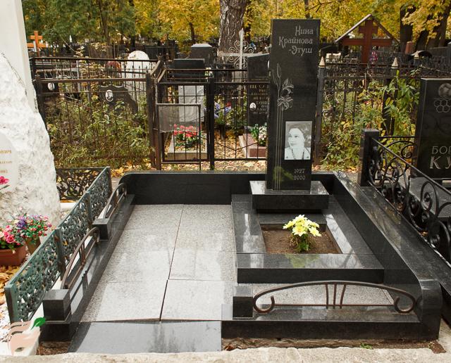 Памятник Нине Крайновой-Этуш