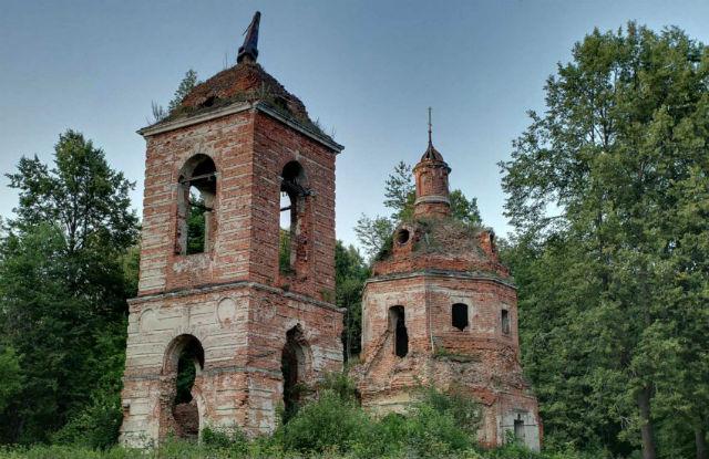Руины церкви на Куртинском кладбище