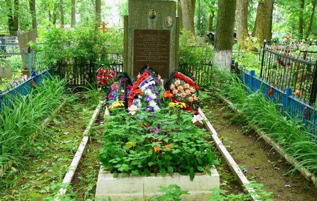 Воинский обелиск на кладбище Папивино