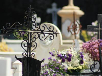 Надмогильный крест из кованого железа